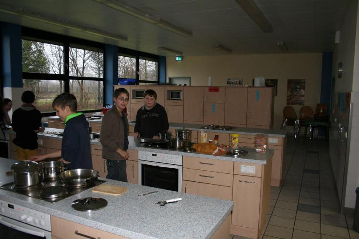 Küche II - Gebäude C - Gruppenarbeitsplätze